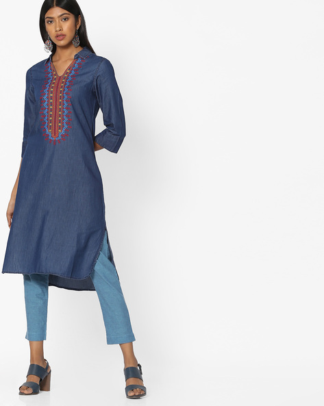 Straight Kurta With Embroidery By AJIO ( Indigo )