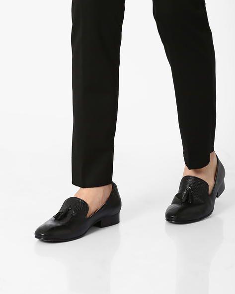 Leather Slip-Ons With Tassels By Piaffe ( Black )