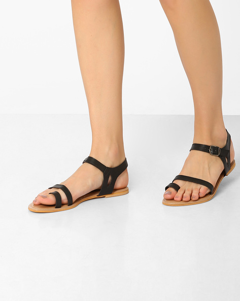Toe-Ring Flats With Buckle Closure By AJIO ( Black )