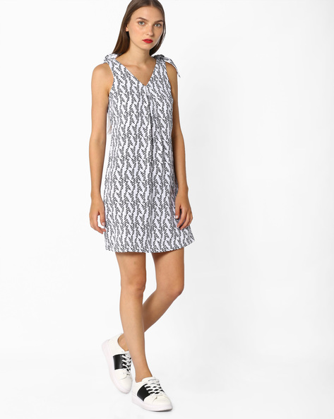 Printed Shift Dress With Tie-Ups By AJIO ( Black )