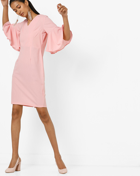 Panelled Sheath Dress With Bell Sleeves By AJIO ( Pink )