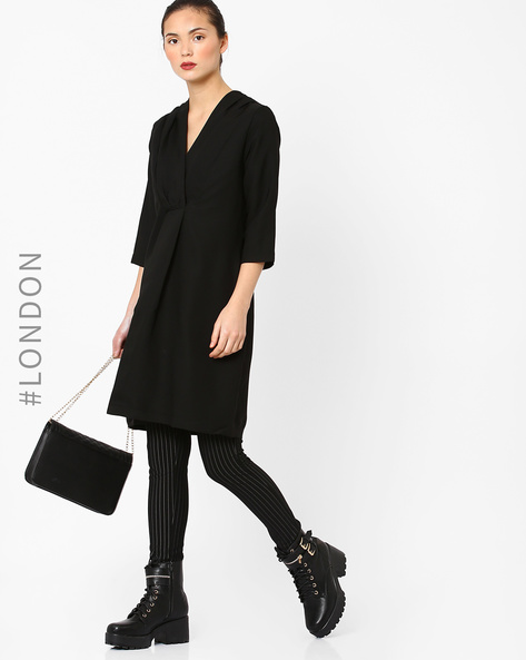 Wide V-neck Top With Pleats By Closet London ( Black )