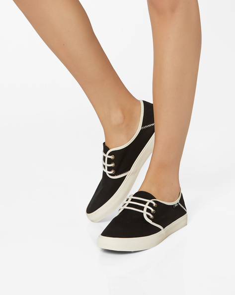 Tazie SF Lace-Up Casual Shoes By Vans ( Black )