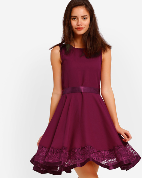 Sleeveless Fit & Flare Dress With Lace By The Vanca ( Burgundy )