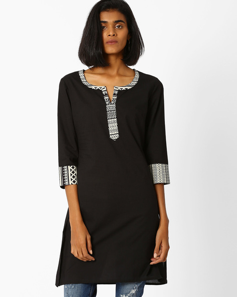 Straight Kurta With Notched Neckline By AJIO ( Black )