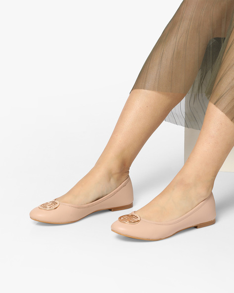 Ballerinas With Metal Accent By Carlton London ( Nude )