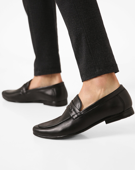 Leather Slip-Ons With Metal Accent By Modello Domani ( Black )
