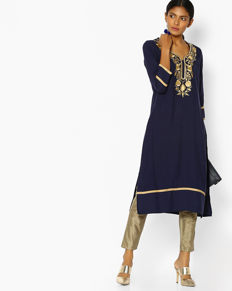 Straight Kurta With Floral Embroidery By Purple Tree ( Navy )