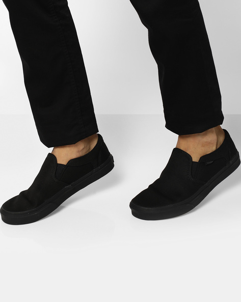 Classic Slip-On Casual Shoes By Vans ( Black )