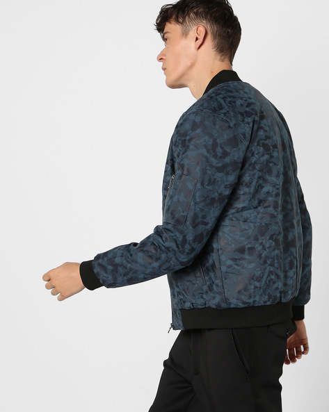 Camouflage Print Jacket With Zipper Accent By AJIO ( Navy )