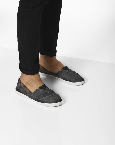 Slip-Ons With Elasticated Gusset By AJIO ( Black )