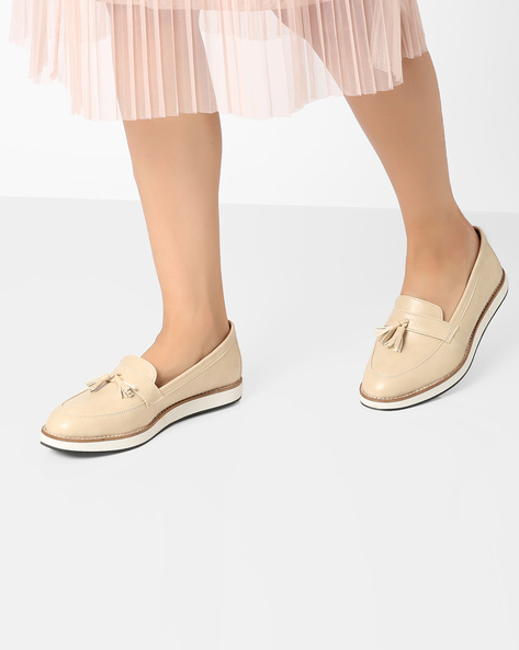 Tassel Loafers With Contrast Midsole By AJIO ( Nude )
