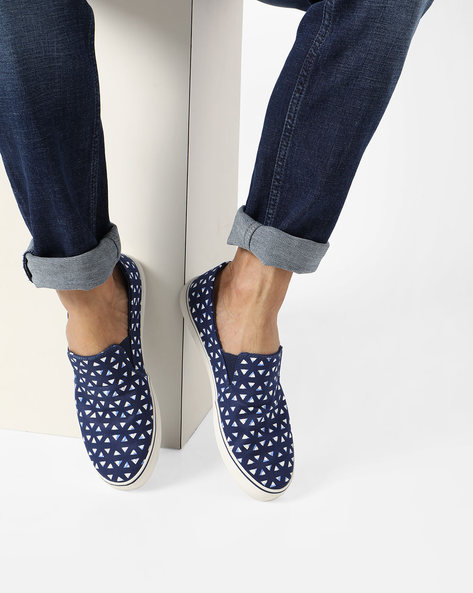 Geometrical Print Slip-On Shoes By UNITED COLORS OF BENETTON ( Navy )