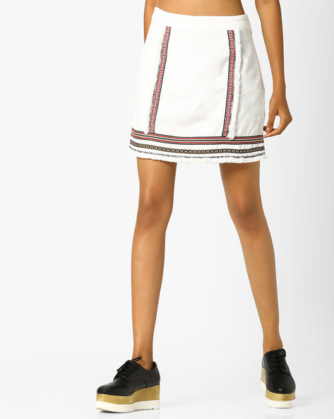 Embroidered Mini Skirt With Frayed Hemline By AJIO ( Offwhite )