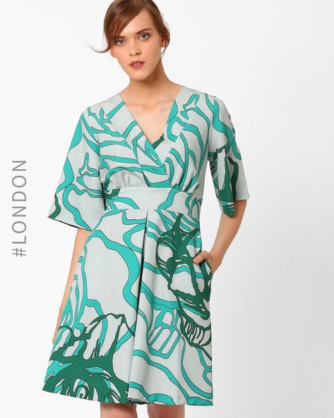 Printed Dress With Tie-Up By Closet London ( Green )
