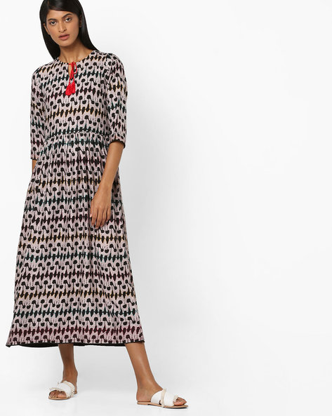 All-Over Print Gathered Dress By Aujjessa ( Black )