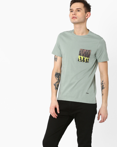 Slim Fit T-shirt With Printed Pocket By AJIO ( Green )