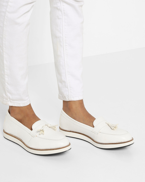 Tassel Loafers With Contrast Midsole By AJIO ( White )