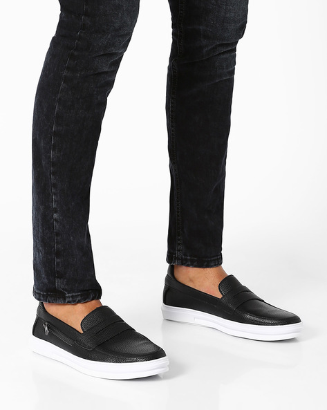 Faux Leather Casual Shoes With Zipper Accents By AJIO ( Black )