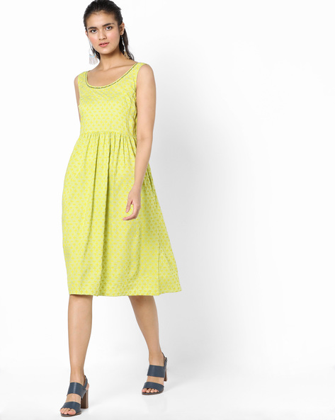 Printed Fit & Flare Dress With Surplice Back By AJIO ( Lime )