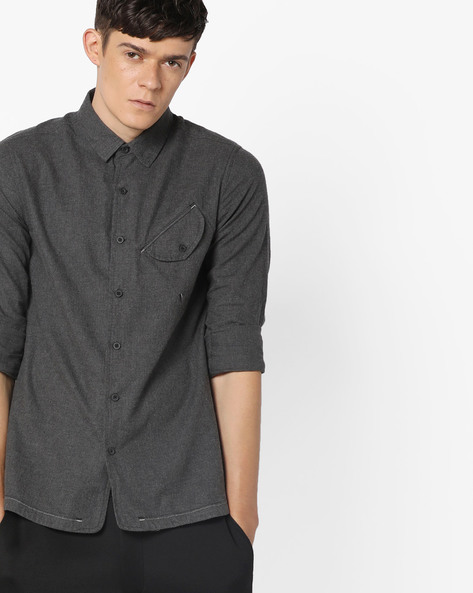 Slim Fit Shirt With Curved Hemline By AJIO ( Anthracite )