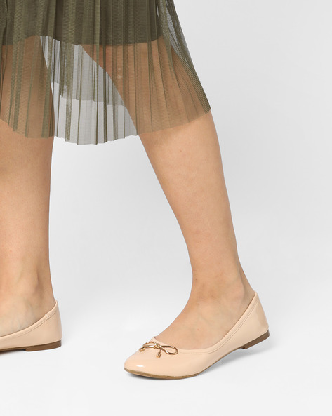 Round-Toe Ballerinas With Bow By Carlton London ( Nude )