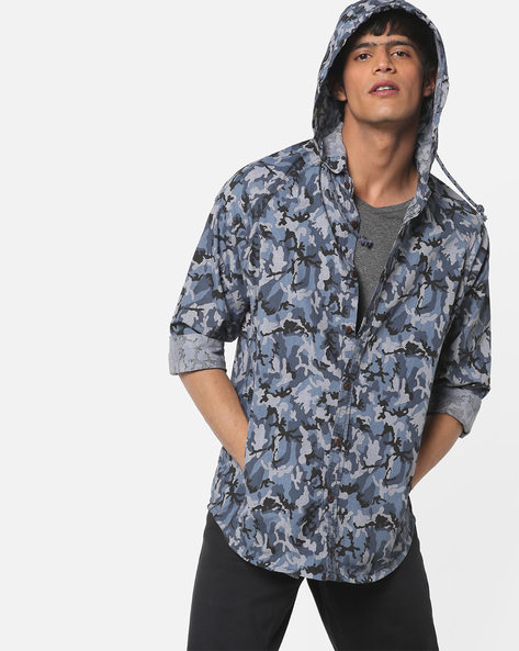 Camouflage Print Hooded Shirt By AJIO ( Navy )