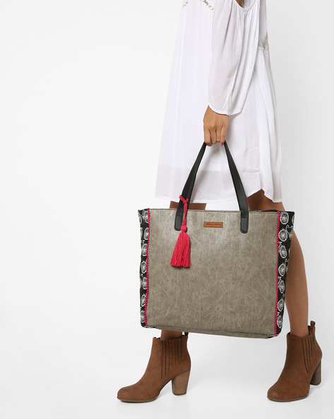 Printed Tote Bag With Tassel By Kanvas Katha ( Multicolor )