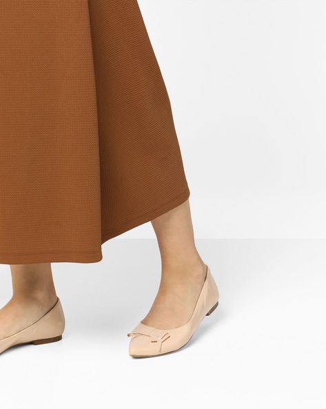 Pointed-Toe Ballerinas With Bow By Carlton London ( Nude )