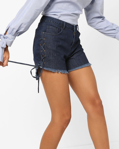Mid-Rise Shorts With Frayed Hems By AJIO ( Darkblue )