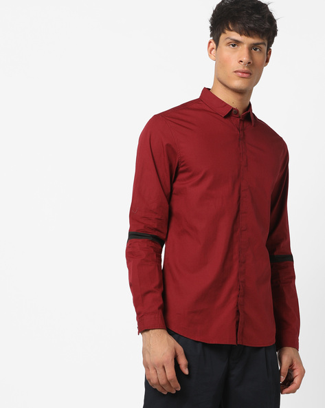 Slim Fit Shirt With Concealed Placket By AJIO ( Maroon )