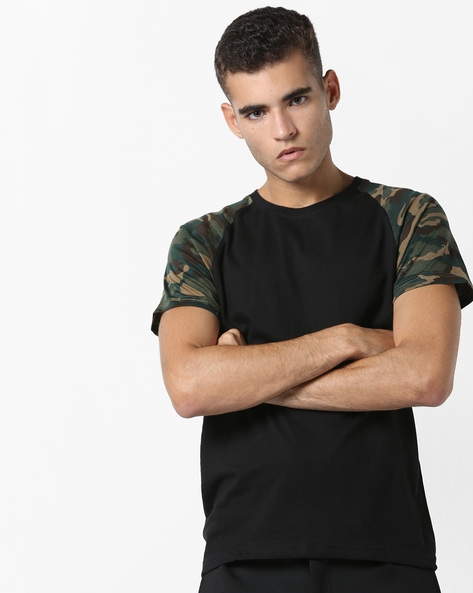 Crew-Neck T-shirt With Raglan Sleeves By DIFFERENCE OF OPINION ( Black )