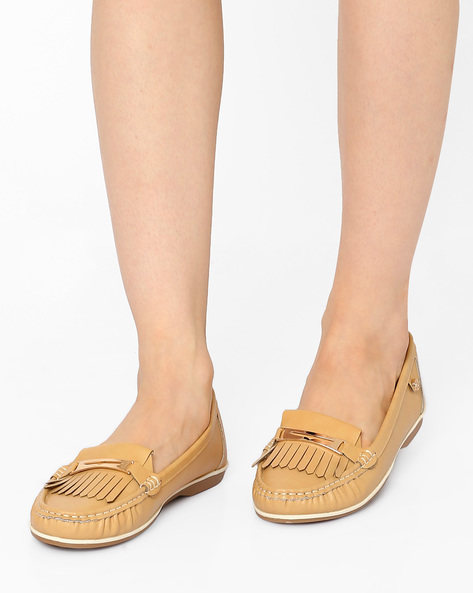 Tasselled Loafers With Metal Accents By Carlton London ( Beige )