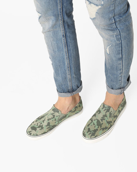 Camouflage Print Slip-On Shoes By UNITED COLORS OF BENETTON ( Olive )