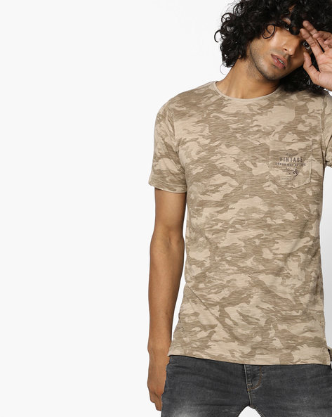 Camouflage Print T-shirt With Patch Pocket By Killer ( Brown )