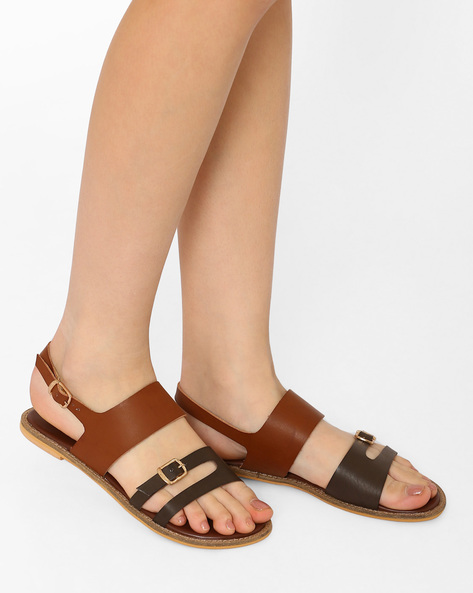 Strappy Flats With Buckle Closures By Curiozz ( Brown )