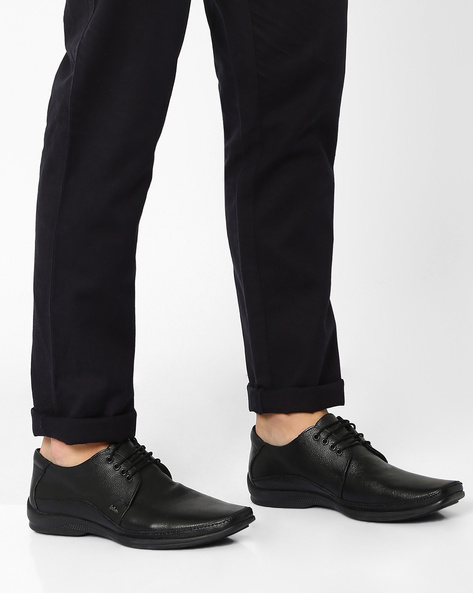 Textured Genuine Leather Lace-Up Derby Shoes By Lee Cooper ( Black )