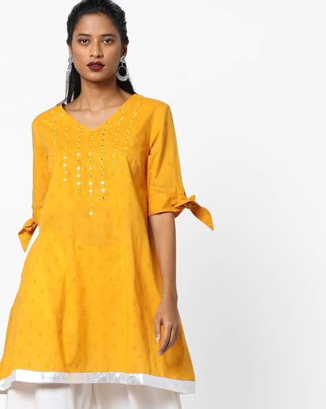 Slim Fit Tunic With Mirror Detailing By AJIO ( Mustard )