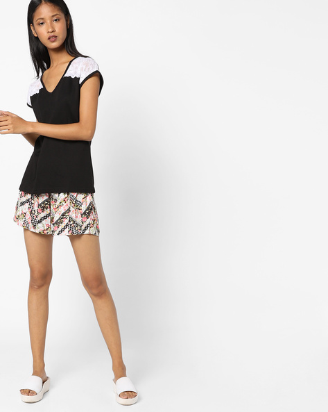 T-shirt With Printed Shorts Lounge Set By Heart 2 Heart ( Black )