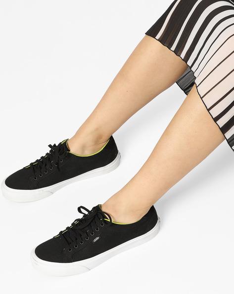Court Lace-Up Shoes By Vans ( Black )