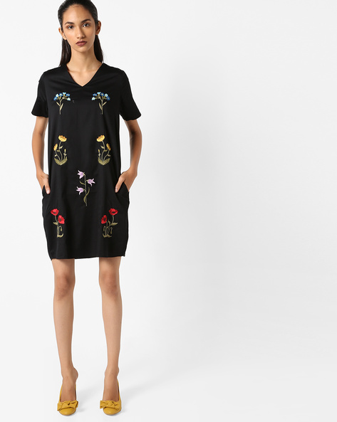 Shift Dress With Floral Embroidery By Evah London ( Black )