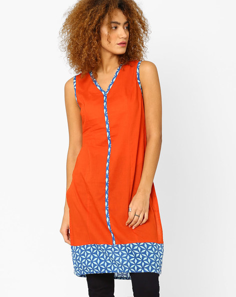 Straight Tunic With Printed Panels By AJIO ( Rust )
