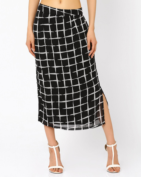 Checked Midi Skirt By The Vanca ( Black )