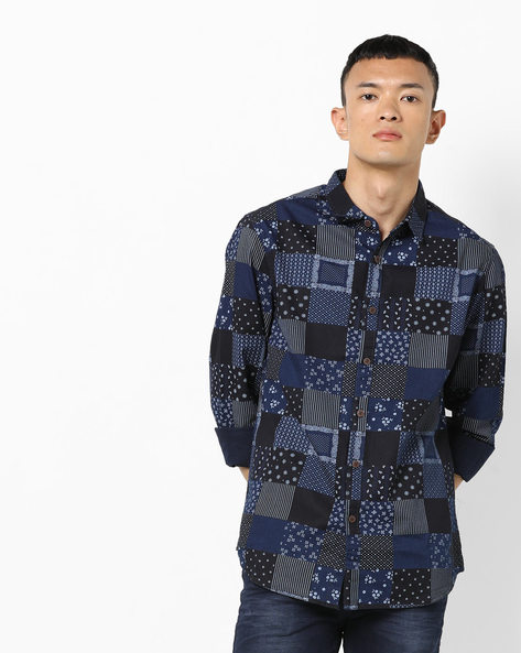 Printed Slim Fit Shirt With Spread Collar By AJIO ( Navy )
