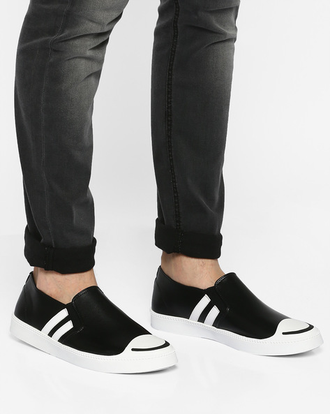 Colourblock Panelled Sneakers By AJIO ( Black )