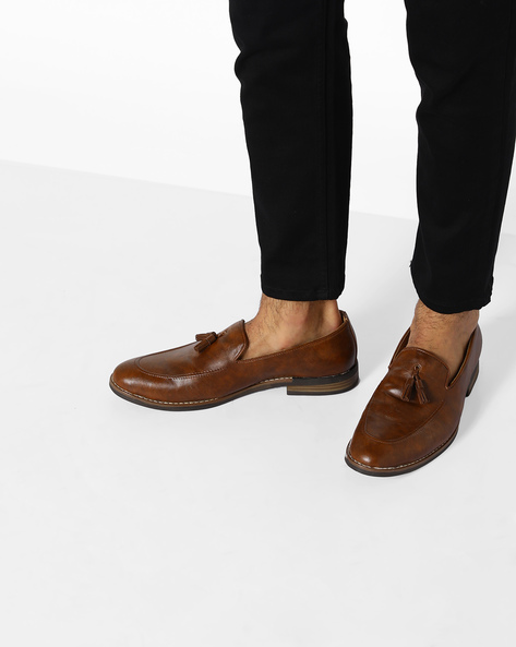 Almond-Toe Loafers With Tassels By Modello Domani ( Tan )