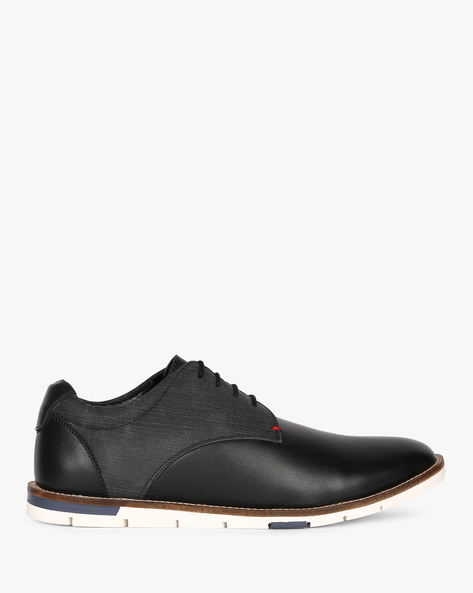 Lace-Up Low-Top Shoes By CLOZZ ( Black )