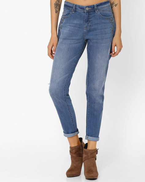 Lightly Washed Slim Fit Jeans With Studs By AJIO ( Lightblue )