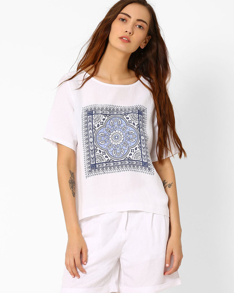 Printed Boxy Top By AJIO ( White )