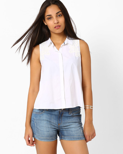Sleeveless Shirt With Lace By CHEMISTRY ( White )